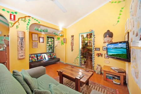 lounge room facilities for cairns backpackers