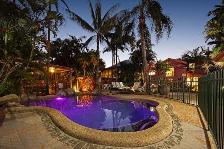 pool facilities for cairns backpackers