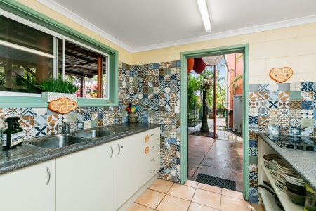 kitchen facilities for cairns backpackers